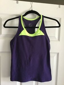 Lightly worn Nike workout tank( with light-med support bra) Windsor Region Ontario image 1