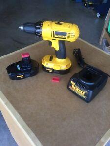 Dewalt DC970 cordless drill/driver, 2 batteries, charger