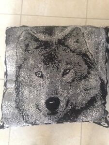 For Sale: Set of 2 Wolf Pillows Sarnia Sarnia Area image 2