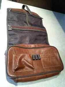 Trouse en cuir brun  pour voyage