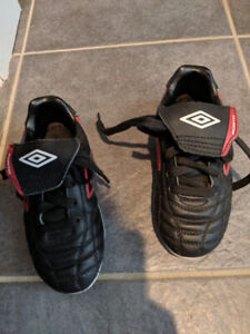 Kid's Umbro Soccer Cleats (size 11)