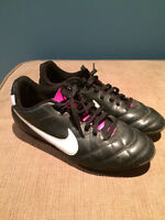 Souliers Soccer Nike Taille 5