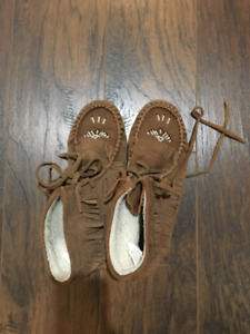 Moccasin ankle shoes Women's Size 8 - gently worn