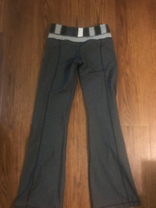 Lululemon Groove Pants *Reversible* Size 4 (Discontinued)