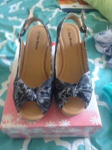 Black wedge sandals size 5