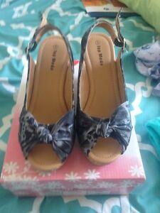 Black wedge sandals size 5