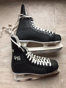 *CCM*Hockey*Skates*Almost*New*