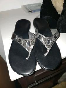 Contessa Size 10 Pewter Grey Rhinestoned Toe Thong Wedge Sandals