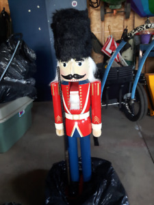Nutcracker Soldier Statue / Ornament