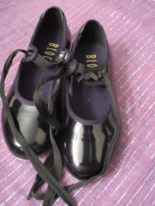 Child's black patent leather tap shoes - Bloch Size 9.5  V. Nice
