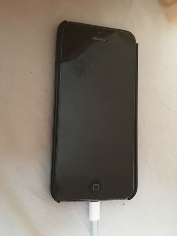 iPhone 5 16gb o2in Ballymena, County AntrimGumtree - iPhone 5 16gb. iPhone is on o2 possibly could be unlocked. Has a fair amount of damage on corners of the phone and a few scraps on the back. The battery isnt great on it, would be an ideal phone if youve broke yours or a work phone