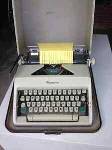 Machine à écrire de marque Olympia