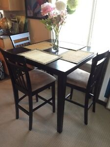 Table and chairs (X4) mint condition barely used