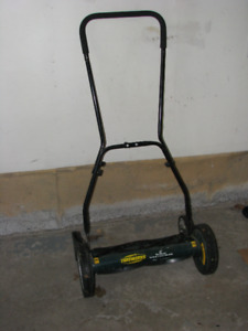 Reel lawn mover by Yardworks