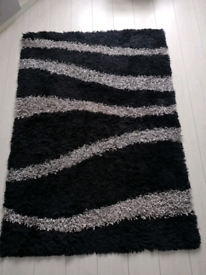 Black and grey rug. size 120cm x 170cm