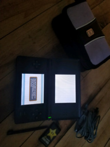 Nintendo ds avec 2 chargeur et case