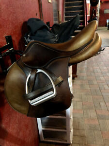 Antares Spooner // Close Contact Saddle