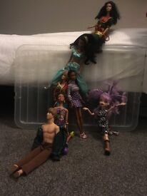Barbies dolls and accessories £17 ono
