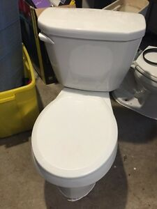 Insulated tank Round toilet 50$ fairly new 6l 1.6ga flush