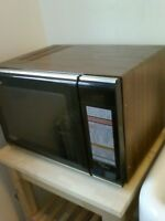 four convection-micro-ondes Panasonic 50$