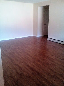 $950/month Spacious 2 Bedroom Available for June 1st