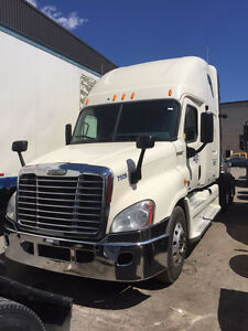 2011 FREIGHTLINER CASCADIA FOR SALE!