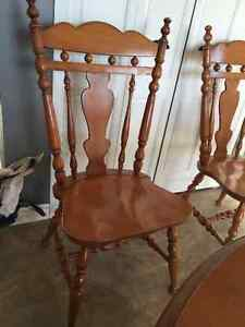 Kitchen Table and Chairs Stratford Kitchener Area image 1