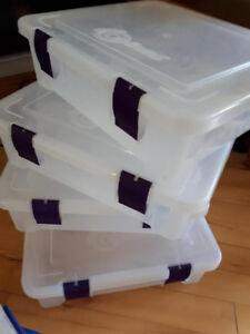 Boites de rangement en plastique/ Plastic storage containers