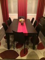 Meuble a vendre . Dinner table set