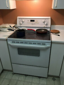 Cuisinière - Stove (5 home appliances for $500)