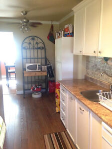 Room for rent in relaxed student house.