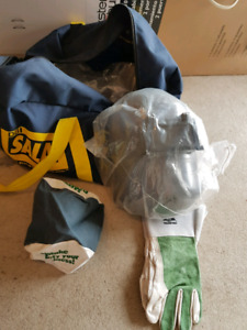 $30.00 Welding Mask with gloves, beanie & carry bag