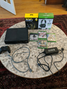 250 GB XBOX ONE + CONTROLLER + 2 HEADSETS + DOZENS OF GAMES