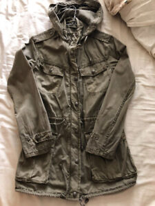 Aritzia Trooper Jacket in dark Army Green xxs