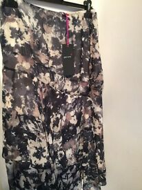 LADIES NEW MARKS AND SPENCER SKIRT SIZE 22