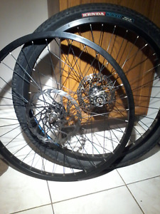 Mint conditiomNorco rim set with one tire