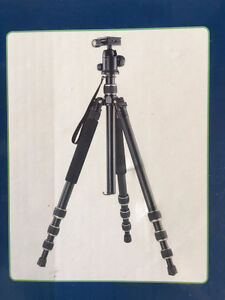 Looking for a great Camera Tripod for half the Retail Price? London Ontario image 3