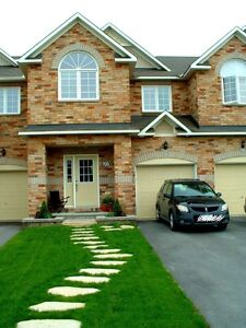 Room for rent/shared accommodations townhome in Kanata North