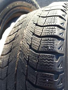 4 pneus hiver Michelin X-Ice 205/55R16 sur jantes 5x114.3mm