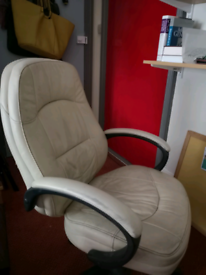 White Leather (PVU) exec office chair