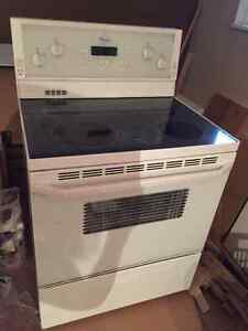 Whirlpool Glass Top self cleaning Stove