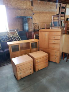 dresser chest of drawers and night tables