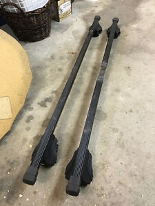 Thule SmartRack roof bars and feet for cars with factory rails