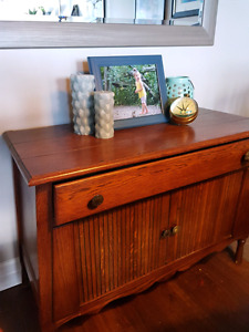 Beautiful antique solid wood table/hutch