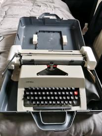 Consul 2226 vintage portable typewriter in hard