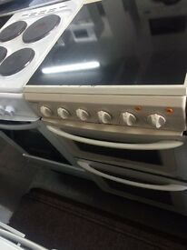 Cream hotpoint 50cm ceramic hub electric cooker grill & oven good condition with guarantee