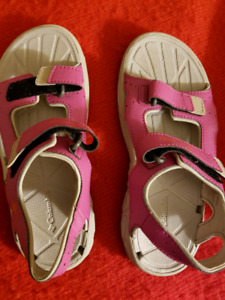 Columbia sandals size 3