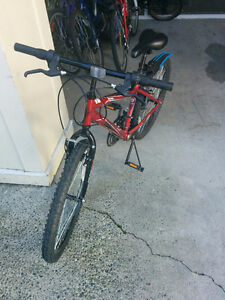 Excellent condition road bike, for teens, free helmet