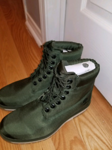Timberland brand new boots (uniesex) - (size 9)