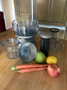 LIKE NEW - Breville The Juice Fountain #BJE200XL